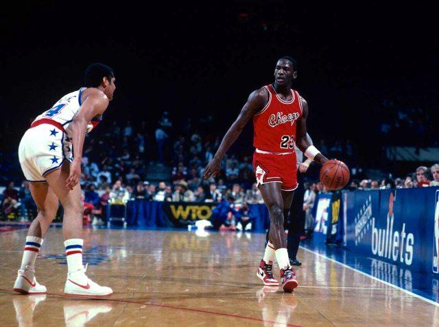 NBA efsanesi Michael Jordan'ın ayakkabıları 560 bin dolara satıldı