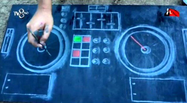 Nisa, DJ seti kurulan ödülü kaybettiği için üzülen Cemal Can için boyalarla DJ masası çizdi