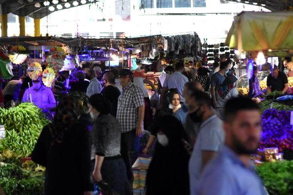Sokağa çıkma yasağı sonrası Bursa pazarlarında adım atacak yer kalmadı