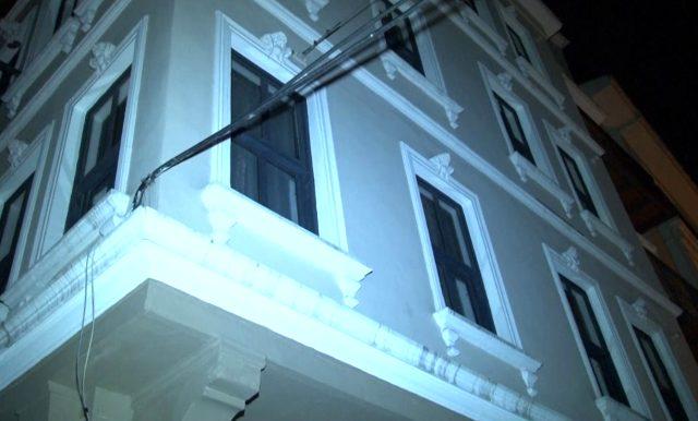 Husumetli 3 kişi, kadın çağırdıkları günlük kiralık dairede karşılaşınca silahlar konuştu