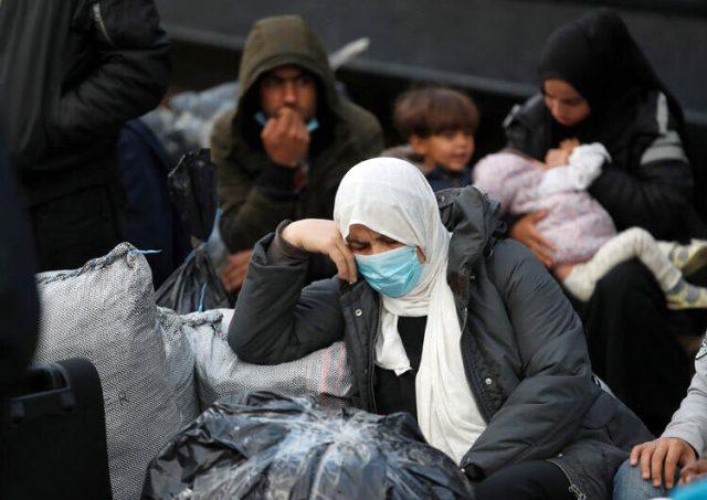 Koronavirüs salgınını fırsat bilen Yunanistan, sığınmacıları zorla Türkiye'ye gönderiyor