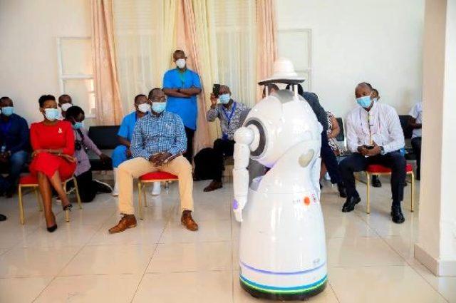 Koronavirüse karşı robotlar devreye giriyor
