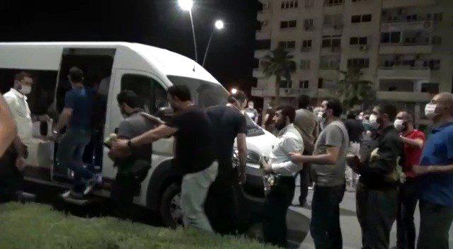 Koronavirüs tedbirlerini reddeden Alparslan Kuytul, vakıf üyeleriyle sokak namaz kıldı