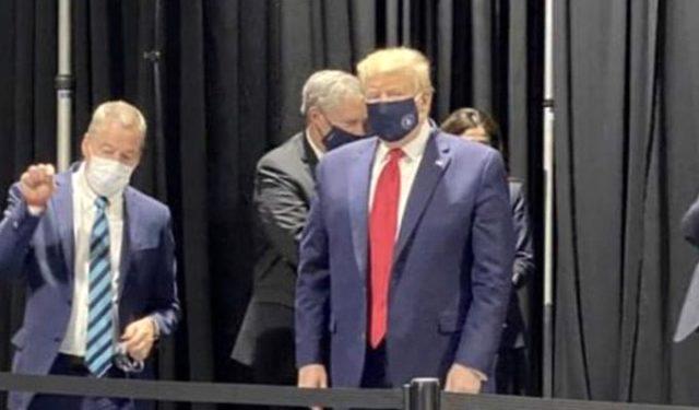 Maskesiz gezen Trump 'Basına beni maskeyle görme zevkini tattırmam' dese de maskeli görüntülendi