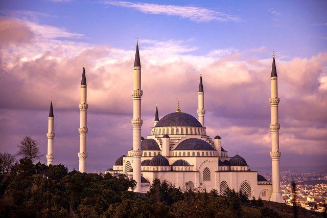 Ramazan bayramı mesajları! Bayram tebrik mesajları! Ramazan bayramı için en güzel bayram mesajları! Anlamlı ve farklı bayram mesajları!
