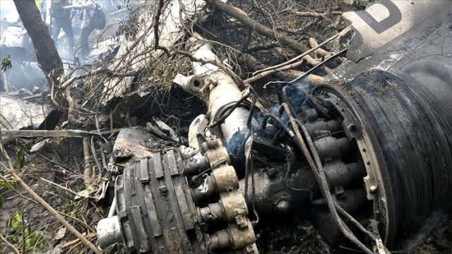 Son Dakika: Pakistan'da 107 kişiyi taşıyan yolcu uçağı düştü