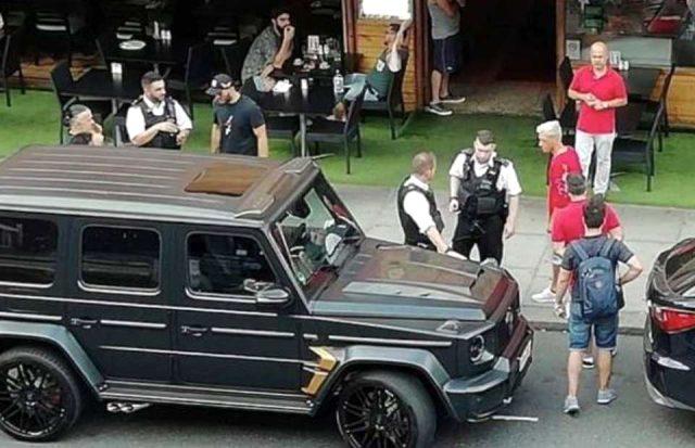 Bıçaklı saldırıda Mesut Özil'in hayatını kurtaran Sead Kolasinac'ın eşi, İngiltere'ye tabanca sokarken gözaltına alındı