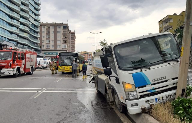 İETT otobüsü ile refüj sulaması yapan tanker çarpıştı: 9 yaralı