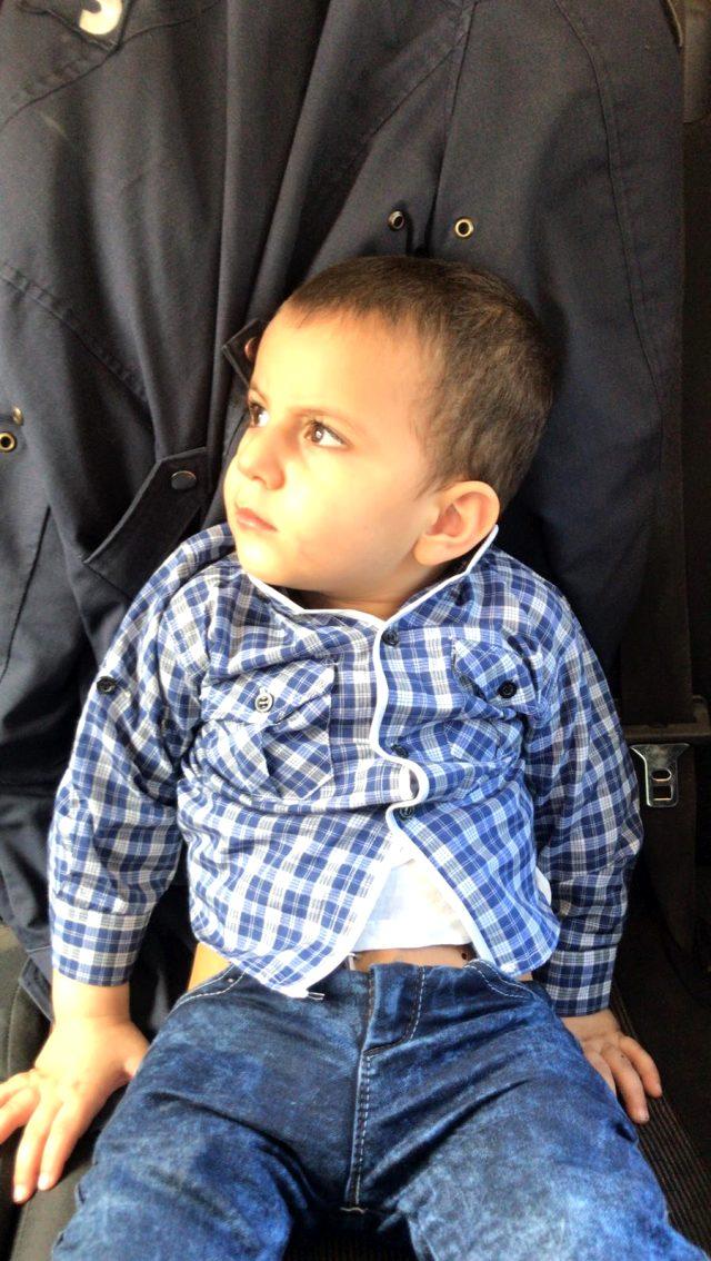 Bursa'da evinden uzaklaşan 1,5 yaşındaki çocuk jandarma sayesinde ailesine kavuştu