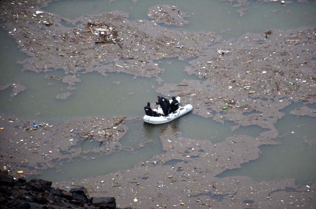 Kullandığı iş makinesiyle Alparslan-2 Barajı göletine düşen operatör kayboldu