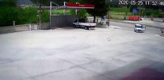 TOKAT Yakıtı biten aracı, polisler akaryakıt istasyonuna kadar itti