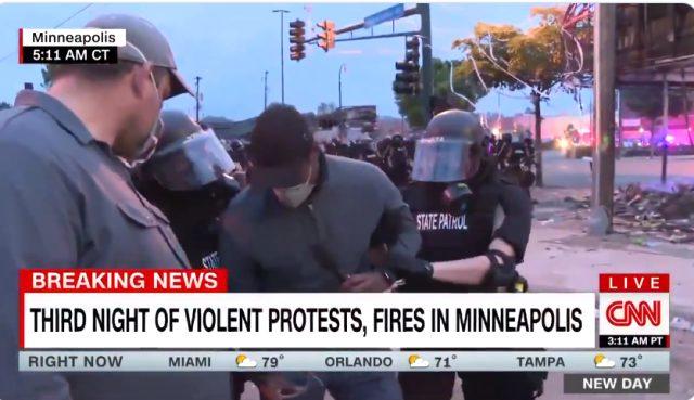 CNN muhabiri, Minneapolis'teki olayları anlatırken canlı yayında gözaltına alındı