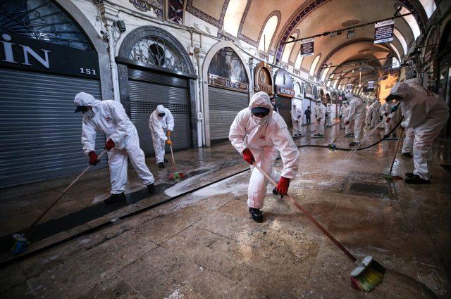 1 Haziran'da açılacak olan tarihi Kapalıçarşı dezenfekte edildi