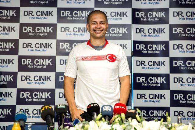 Alex de Souza, İstanbul'un Fethi'nin yıl dönümüyle ilgili yaptığı paylaşımla büyük övgü aldı