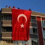 Şehit polis Atakan Arslan'ın Samsun'daki ailesine şehadet haberi verildi