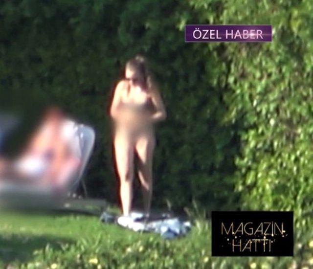 Tatil sezonunu açan Serenay Sarıkaya bikinili görüntülendi