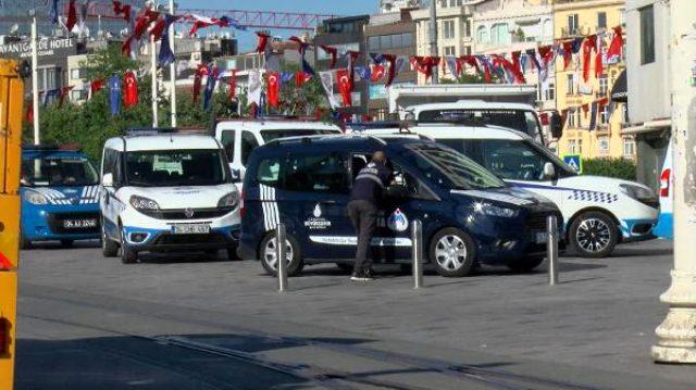 Taksim'de İBB ile Beyoğlu zabıtaları arasında arbede yaşandı