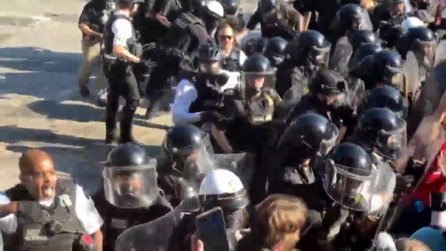 Beyaz Saray etrafındaki protestolar şiddetlendi, resmi konut tecrit altına alındı