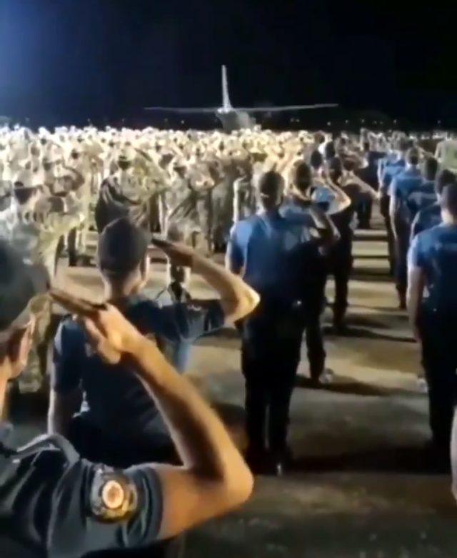 Diyarbakır'da şehit edilen polis memuru Atakan Arslan'ı arkadaşları tekbirlerle uğurladı