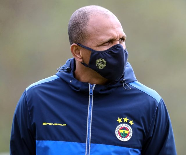 Fenerbahçe, kulüp logolu koruyucu maske satışına başladı