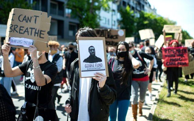 George Floyd'un öldürülmesinin ardından başlayan gösteriler 3 ülkeye daha sıçradı