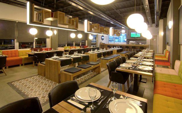 Sağlık Bakanlığı, kontrollü sosyal hayat döneminde restoranlarda ve kafelerde uygulanacak kuralları açıkladı