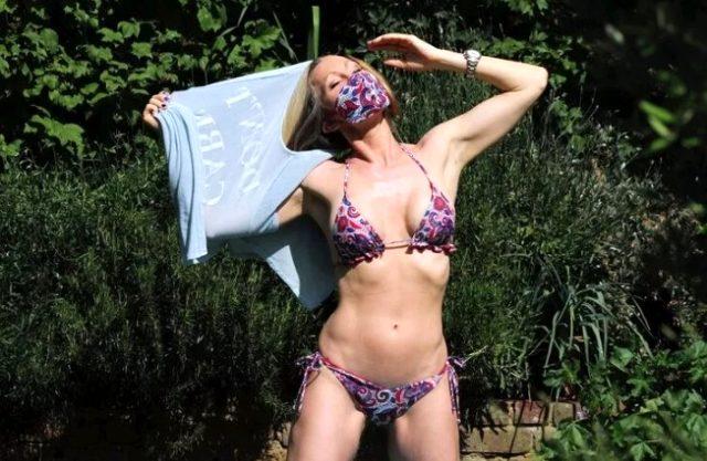 48 yaşındaki oyuncu Caprice Bourret, kusursuz vücuduyla güneşlenirken yakalandı