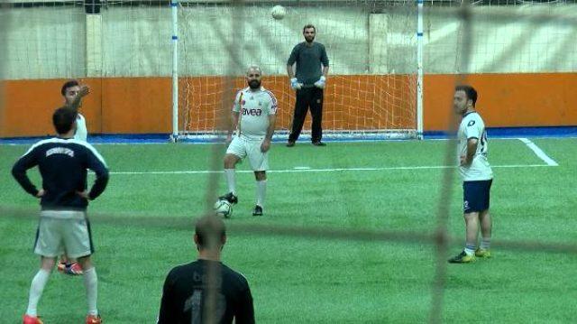 Halı sahalar açıldı ve ilk maçlar yapıldı: Futbol oynamayı çok özledik