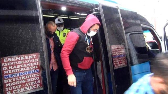 Kısıtlamalara uymayan minibüsten 35 yolcu çıktı
