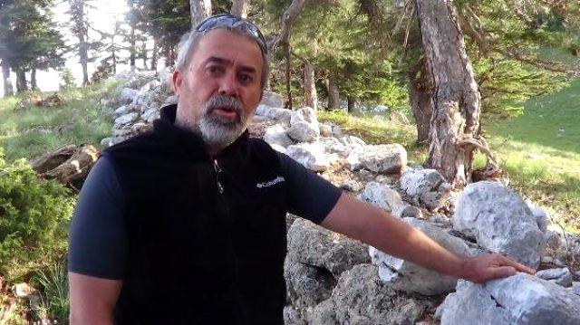 Mantar toplamaya giden adam, 2 bin 800 yıllık tarihi duvar buldu