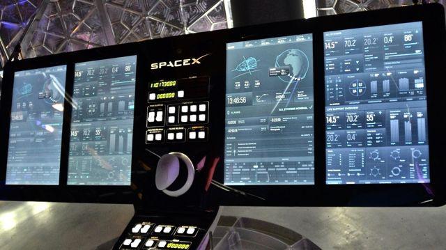 SpaceX Crew Dragon Kapsülü Dokunmatik Ekranla Yönetiliyor
