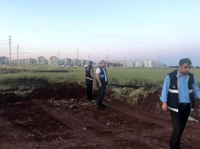 Yerleşim yerlerinin yanındaki tarım arazilerine 5 ton kimyasal atık döken özel bir şirketin şoförleri suçüstü yakalandı