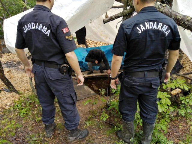 Define avcıları 2 aydır kazdıkları 35 metrelik tünelde yakalandı