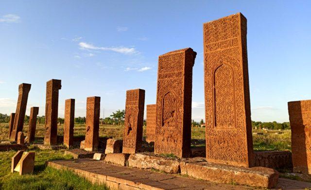 Dünyanın en büyük İslam mezarlığı, 3 ay sonra yeniden kapılarını açtı