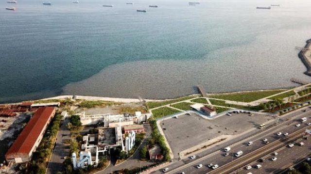 İSKİ'nin tesisinden bırakılan atık su Marmara Denizi'nin rengini değiştirdi