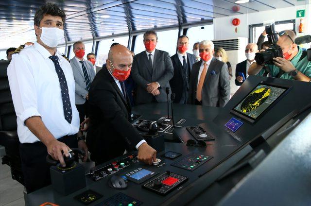 Şehit polis memuru Fethi Sekin'in isminin verildiği feribot İzmir'de denize indirildi