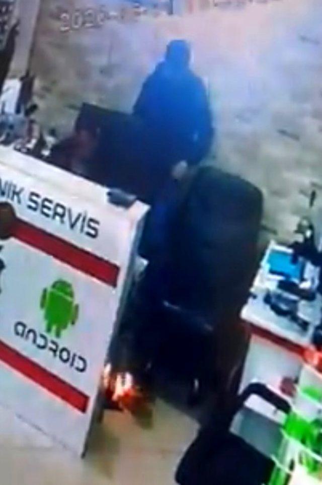 Cep telefonu bataryasının patlama anı kamerada