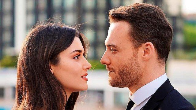 Hande Erçel ve Kerem Bürsin'in başrol oynadığı Sen Çal Kapımı dizisinin ilk fragmanı yayınlandı