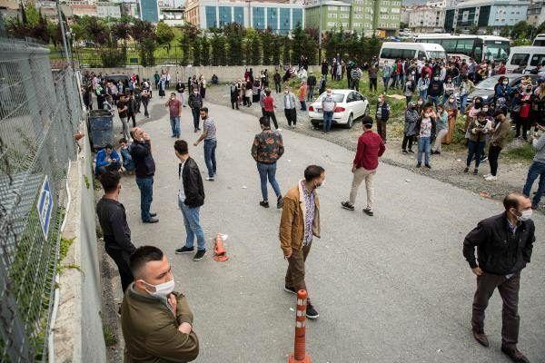 İstanbul'da sosyal mesafe unutuldu! İşçilerden tehlikeli eylem