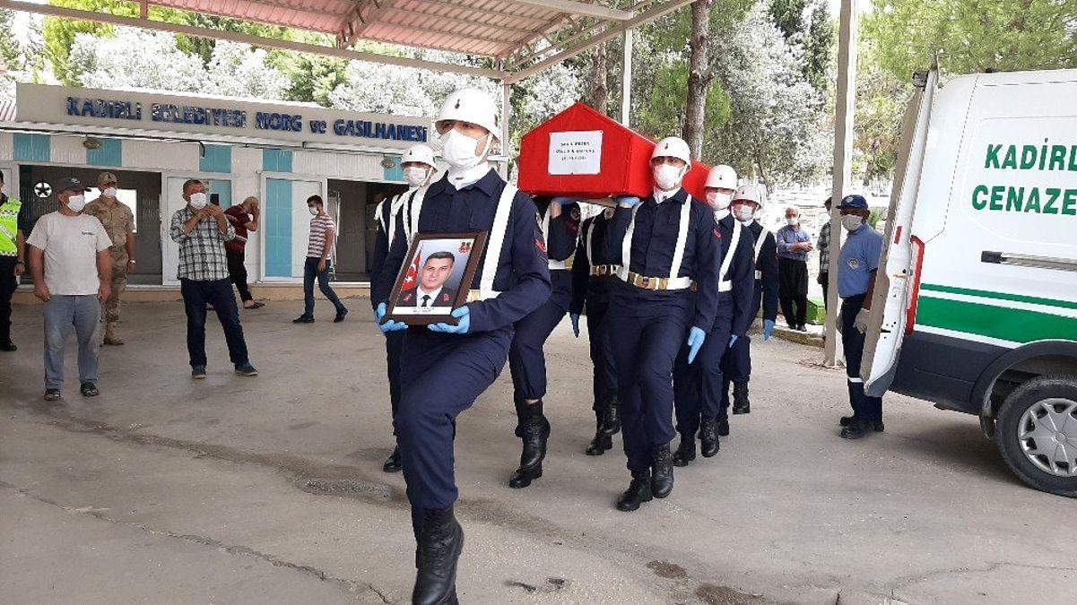 Kalp krizi geçiren Uzman Çavuş Kadirli'de toprağa verildi