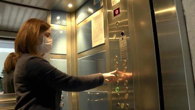 Normalleşme sürecinde virüsün bulaşma ihtimalinin en fazla olduğu yerler; kapı kolları ve asansörler