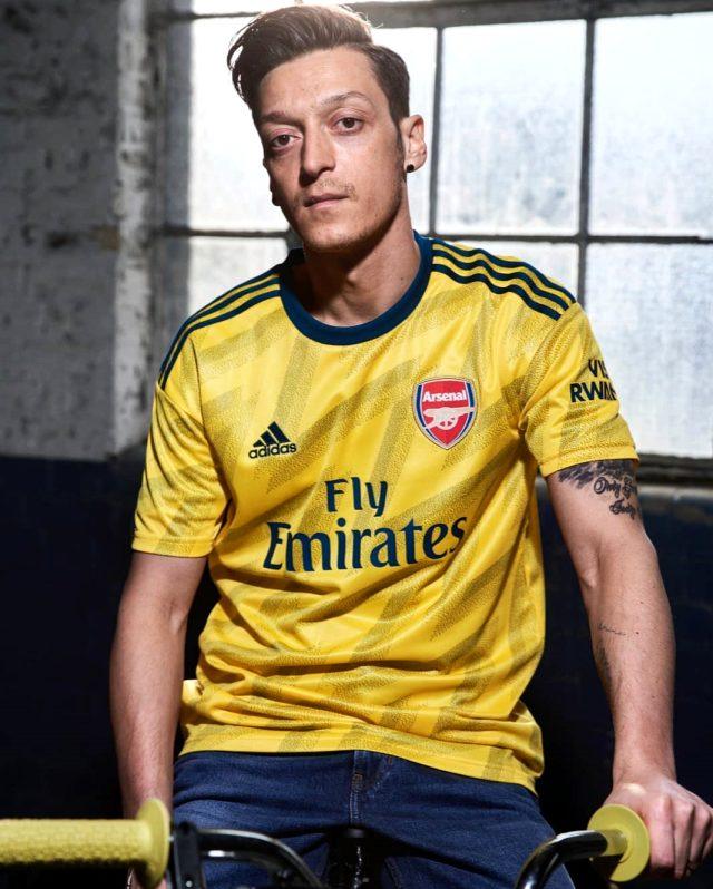 Adidas, Mesut Özil ile olan 7.5 yıllık sponsorluğunu devam ettirmeyecek