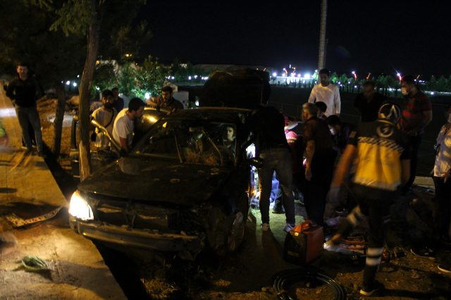 Diyarbakır'da akraba 2 aile arasında çıkan silahlı kavgada 3 kişi öldü, 11 kişi yaralandı