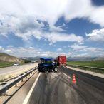 Erzincan'da tırın traktöre çarpması sonucu 3 kişi yaralandı