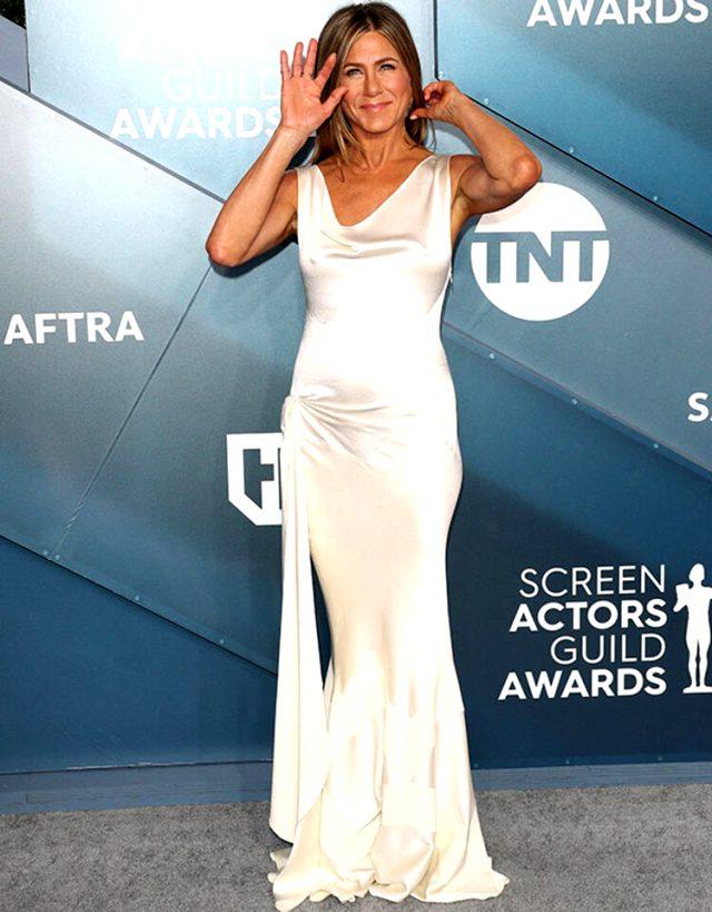 Jennifer Aniston çıplak pozunu koronavirüs yardım kampanyası için açık arttırmaya çıkardı