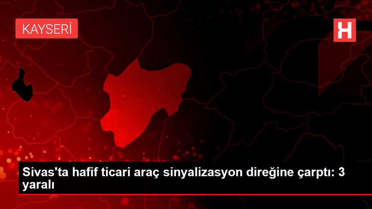 Sivas'ta hafif ticari araç sinyalizasyon direğine çarptı: 3 yaralı