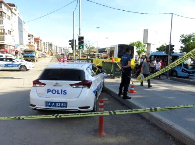 Kadıköy'de ayağı takılınca otobüsün arka tekerleğinin altında kalan yaya feci şekilde can verdi