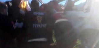 İmranlı: Otomobil devrildi: 3 yaralı