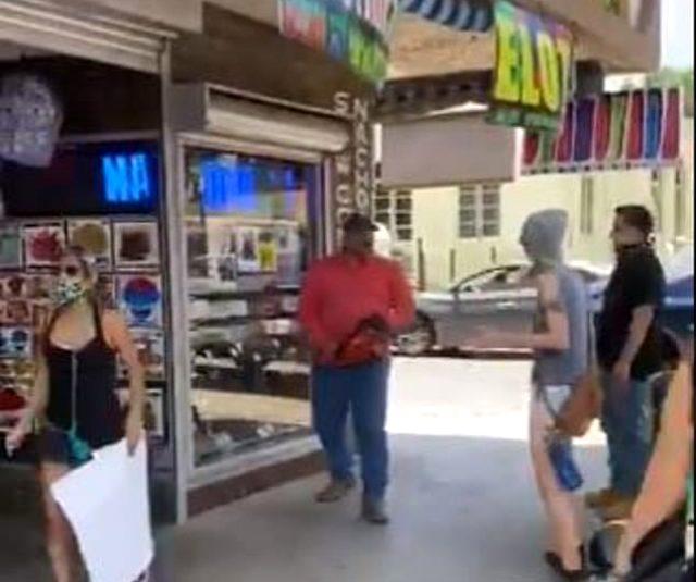 ABD'de olaylar çığrından çıkıyor! Göstericilere elektrikli testere ile saldırdı