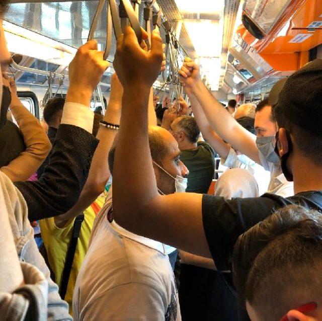 İstanbul'daki metroda yolcular dip dibe seyahat etti
